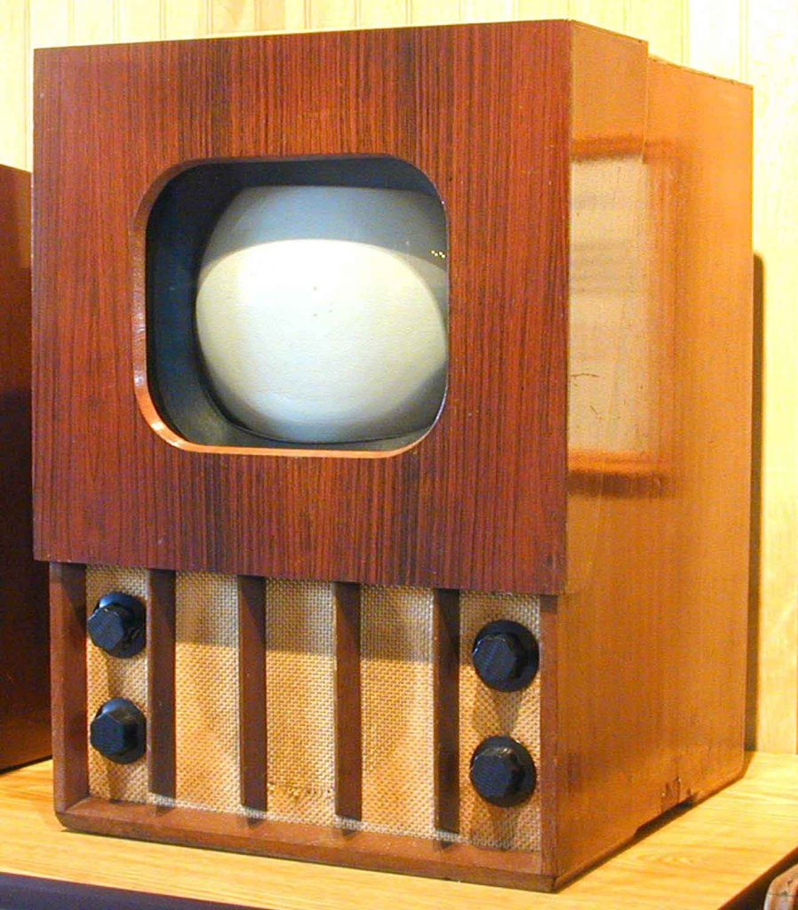 Murphy V114 television set made in England in 1946. Image Source: earlytelevision.org